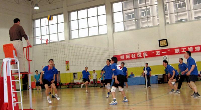 参加社区排球赛,鏖战现场