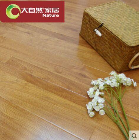 大自然环保强化复合地板11mm木地板炫彩橡影清浅橡德溢彰