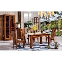 餐厅中的实木家具